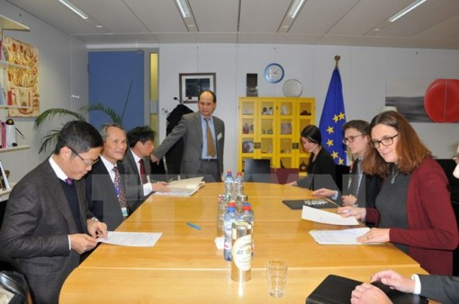 Vietnam, EU seek to accelerate FTA signing