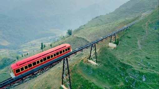 First mountain-climbing railway route to open in Vietnam