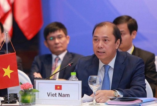 Vietnam joins ASEAN SOM in Singapore